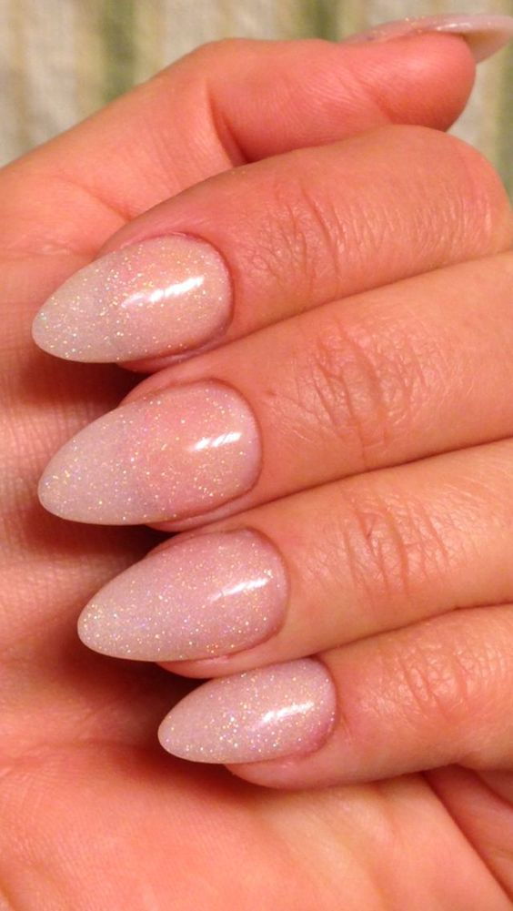 35 Stylish Glitter Almond Nail Designs