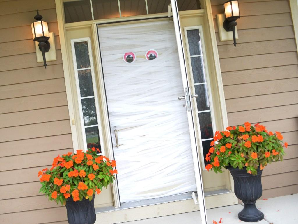 35 Easy and Inexpensive DIY Halloween Decorations for 2019
