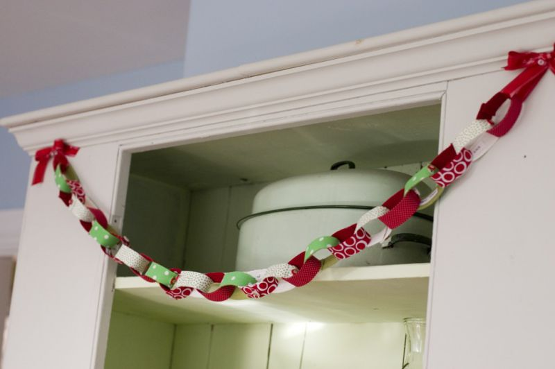 40 Easy and Fun DIY Christmas Garland Ideas You'll Love
