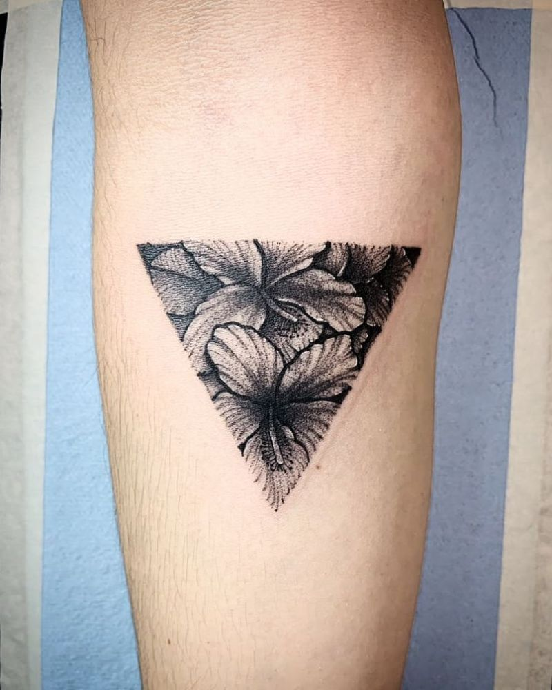 30 Pretty Triangle Tattoos You Will Love