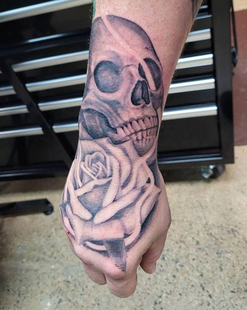 30 Pretty Rose Skull Tattoos to Inspire You