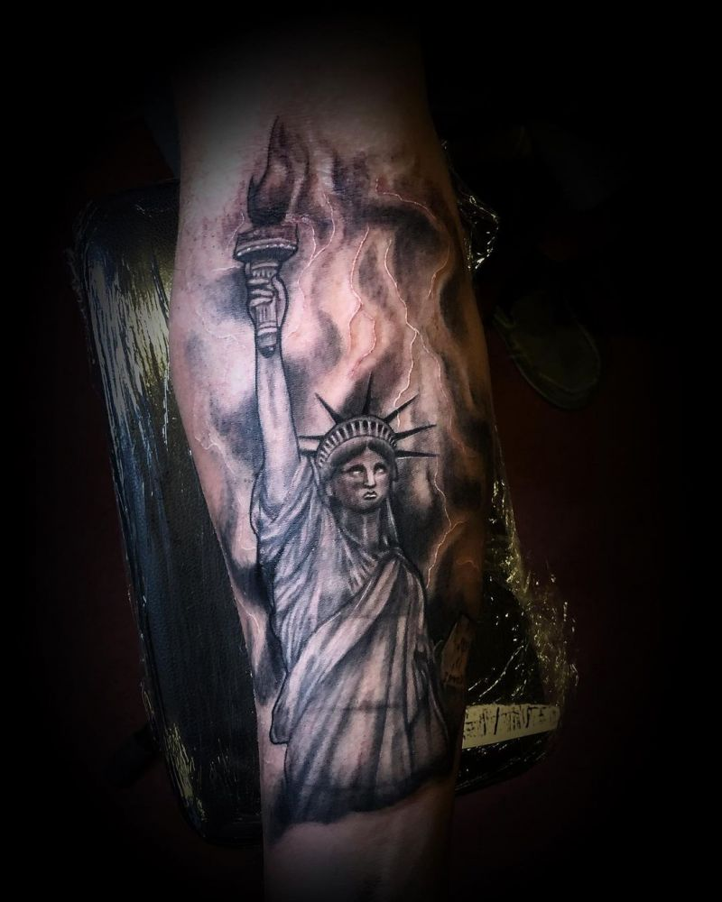 30 Pretty Statue of Liberty Tattoos to Inspire You