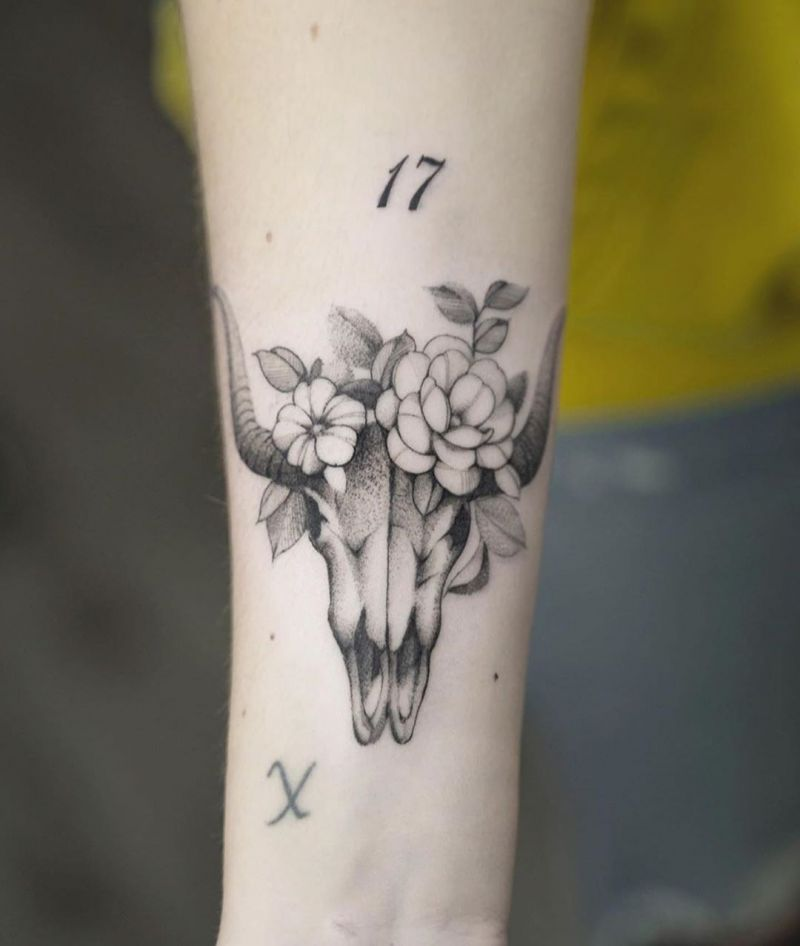 30 Pretty Bull Skull Tattoos Show Your Temperament